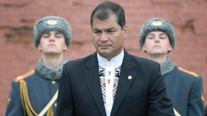 Ecuador's President Rafael Correa takes part in a wreath laying ceremony at the Tomb of the Unknown Soldier in Moscow on October 29, 2013 (AFP Photo / Alexander Nemenov)