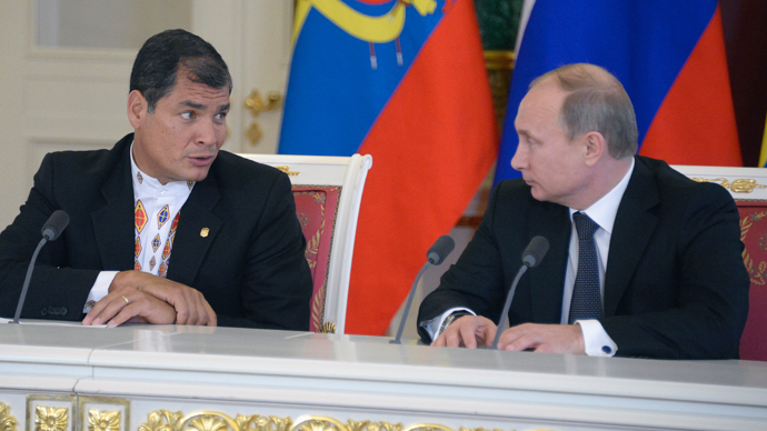 Russia's President Vladimir Putin (R) and Ecuador's President Rafael Correa attend their joint press conference in the Kremlin in Moscow, on October 29, 2013 (AFP Photo)