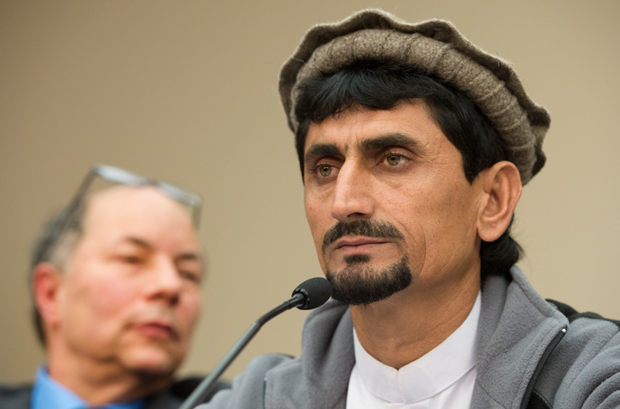 """Producer and Director of """"Unmanned: America's Drone Wars"""" Robert Greenwald (L) listens as Rafiq ur Rehman, whose mother was killed and his children injured in a US drone strike in Pakistan, speaks during a press conference on Capitol Hill in Washington, DC, October 29, 2013 (AFP Photo / Jim Watson"""