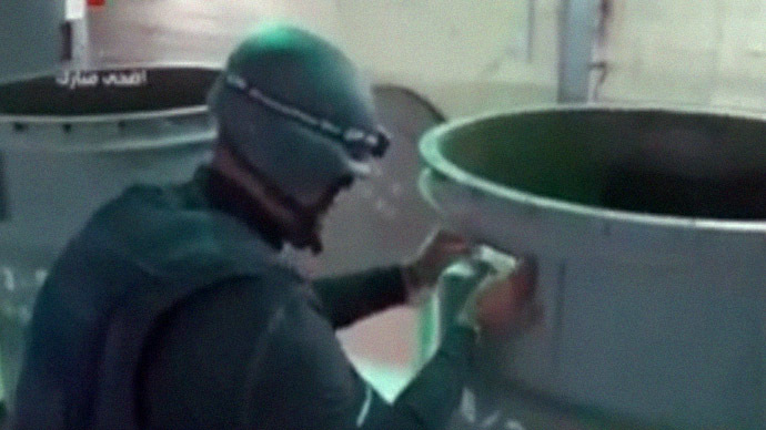 An image grab taken from Syrian television on October 19, 2013 shows an inspectors from the Organisation for the Prohibition of Chemical Weapons (OPCW) at work at an undisclosed location in Syria. (AFP Photo/Syrian television)