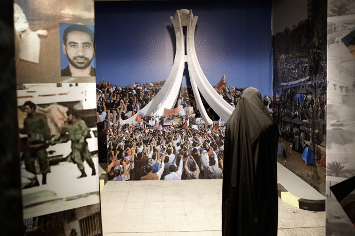 "A veiled Bahraini woman stands in front of an art installation at the ""revolution museum"", set up by the opposition group al-Wefaq Society on October 28, 2013 in Manama. (AFP Photo)"