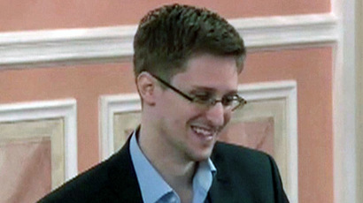Snowden ready to testify in Merkel tapping case – German lawmaker