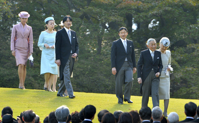 Japan's Emperor Akihito (2nd R) walks with Empress Michiko, as the Imperial family members follow towards a crowd of guests during the annual autumn garden party at the Akasaka Palace imperial garden in Tokyo October 31, 2013. (Reuters/Kazuhiro Nogi)