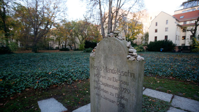 The gravestone of German philosopher Moses Mendelssohn is seen beside the site of the mass grave at Grosse Hamburger Strasse Jewish cemetery in Berlin, October 31, 2013.(Reuters / Fabrizio Bensch)