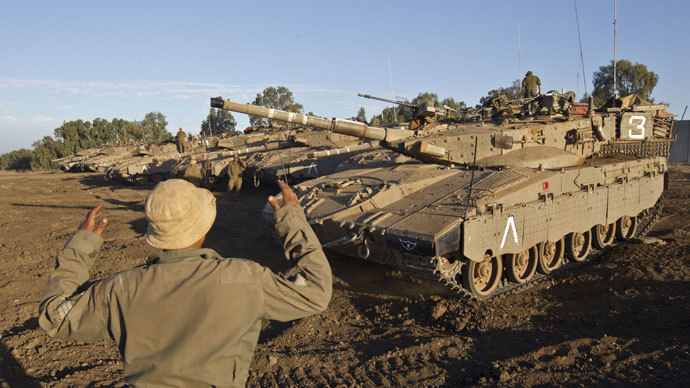 Israeli soldiers prepare their tanks during a military exercise near the northern border with Syria in the Israeli-annexed Golan Heights on October 02, 2013.(AFP Photo / Jack Guez)