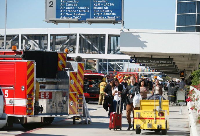 People leave terminal 2 after a shooting incident at Los Angeles airport (LAX), California November 1, 2013.(Reuters / Lucy Nicholson)