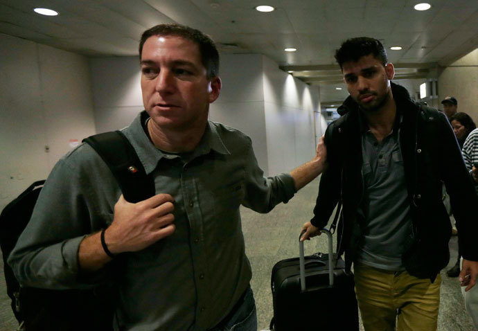 U.S. journalist Glenn Greenwald (L) walks with his partner David Miranda in Rio de Janeiro's International Airport August 19, 2013.(Reuters / Ricardo Moraes)