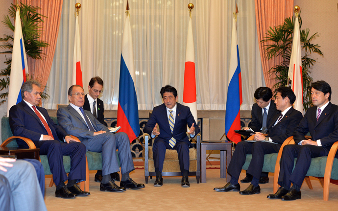 Japanese Prime Minister Shinzo Abe (C), accompanied by Japanese Foreign Minister Fumio Kishida (2nd R) and Defense Minister Itsunori Onodera (R) meet with Russian Foreign Minister Sergey Lavrov (2nd L) and Russian Defense Minister Sergei Shoigu (L) at the prime minister's residence in Tokyo on November 2, 2013 (AFP Photo / Yoshikazu Tsuno)