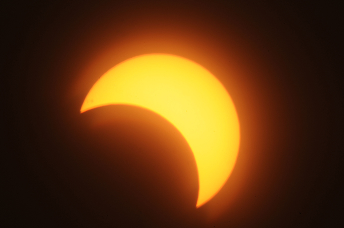 A partial solar eclipse is seen over the Sudanese capital Khartoum, on November 3, 2013 (AFP Photo / Ebrahim Hamid)