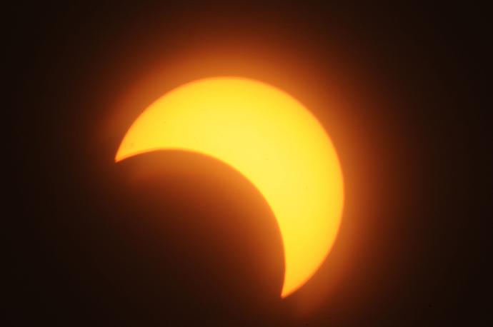 A partial solar eclipse is seen over the Sudanese capital Khartoum, on November 3, 2013 (AFP Photo / Ebrahim Hamid)