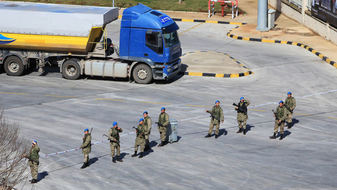 Turkish patrol seizes over a ton of chemicals from smugglers at Syria border