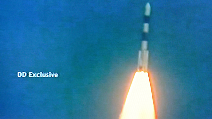 This television frame grab taken from Indian television channel NDTV, broadcasting live footage from state television Doordarshan, shows the PSLV-C25 launch vehicle carrying the Mars Orbiter probe as its payload moments after lift-off in Sriharikota on November 5, 2013 (AFP Photo / NDTV)