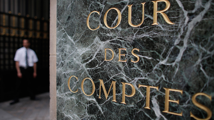 A security staff member stands in front of the main entrance of the French Court of Auditors (Cour des Comptes) in Paris (Reuters / Christian Hartmann)
