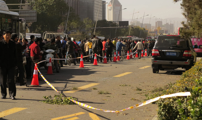 People stand on a street after an explosion outside a provincial headquarters of China's ruling Communist Party in Taiyuan, north China's Shanxi province on November 6, 2013. (AFP/China Out)