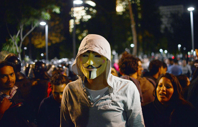 A man wears Guy Fawkes mask taking part in a demonstration for the Guy Fawkes World Day in Mexico City on November 5, 2013 (AFP Photo/Yuri Cortez)