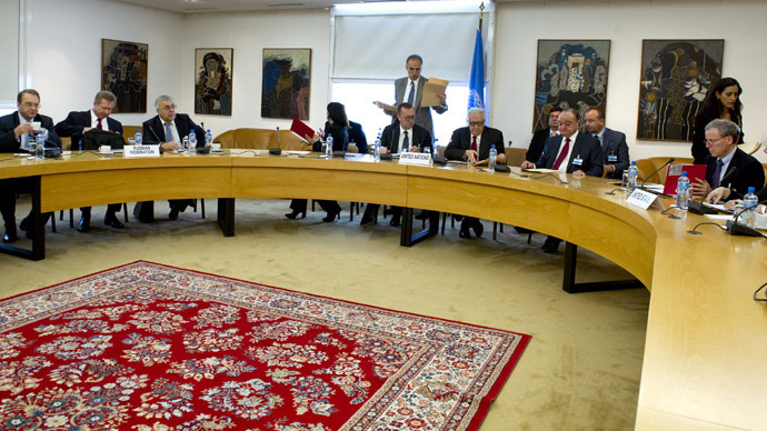 This picture released by the United Nations photo service shows a general view of a meeting with Russian deputy foreign minister Mikhail Bogdanov (Far L), Russian deputy foreign minister Gennady Gatilov (2nd L), UN-Arab League envoy to Syria Lakhdar Brahimi (6th L), and US Under Secretary of State for Political Affairs Wendy Sherman (Far R) prior to the start of a meeting on November 5, 2013 at the United Nations (UN) office in Geneva. (AFP Photo)