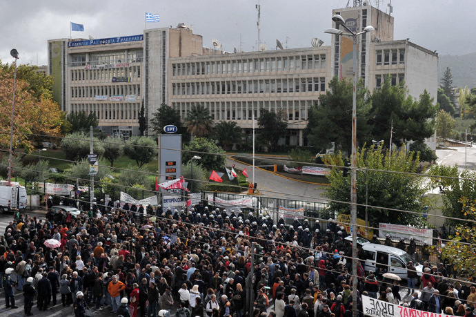Protesters gather on November 7, 2013 outside the headquarters of former Greek public broadcaster ERT in a northern Athens suburb after riot police stormed the building in a pre-dawn raid, forcibly removing employees who had been occupying the site since its shock shutdown five months ago. (AFP Photo/Louisa Gouliamaki)
