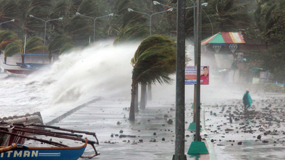 Haiyan landfall in Vietnam as hundreds of thousands flee in fear of devastation