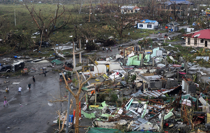 A general shot shows houses destroyed by the strong winds caused by typhoon Haiyan at Tacloban, eastern island of Leyte on November 9, 2013. (AFP Photo / Noel Celis)