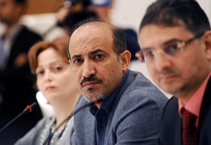 President of the Syrian National Coalition (SNC) Ahmad Jarba (C) and members attend a meeting of the National Coalition on November 9, 2013, in Istanbul (AFP Photo / Bulent Kilic)