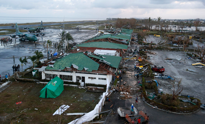 Philippine military C130 cargo planes (L) ferrying supplies park at the tarmac outside an airport after super Typhoon Haiyan battered Tacloban city in central Philippines November 9, 2013 (Reuters / Erik De Castro)