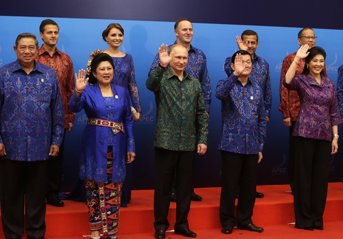 (L to R, 1st row) Indonesia's President Susilo Bambang Yudhoyono, First Lady Ani Yudhoyono, Russia's President Vladimir Putin, Vietnam's President Truong Tan Sang, Thailand's Prime Minister Yingluck Shinawatra, (L-R, 2nd row) Mexico's President Enrique Pena Nieto, Mexico's First Lady Angelica Rivera, New Zealand Prime Minister John Key, Peru's President Ollanta Humala and Philippines President Benigno Aquino wave during a family photo before the gala dinner hosted for the leaders at the Asia-Pacific Economic Cooperation (APEC) Summit in Nusa Dua on the Indonesian resort island of Bali on October 7, 2013. (AFP Photo)