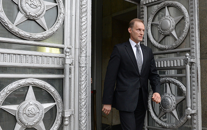 Poland's Ambassador to Russia Wojciech Zajaczkowski is seen here as he leaves the Russian Foreign Ministry building on November 12, 2013, where he was summoned in connection with the incident outside the Russian Embassy in Warsaw. (RIA Novosti / Alexey Kudenko)
