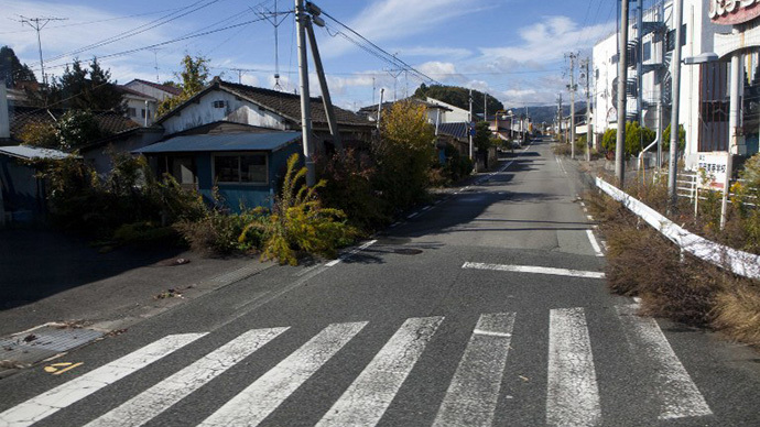 A deserted street inside the contaminated exclusion zone around the crippled Fukushima Dai-ichi nuclear power station near Okuma on November 12, 2011. (AFP Photo / David Guttenfelder)