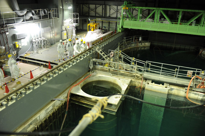 This handout picture taken by Tokyo Electric Power Co (TEPCO) on November 13, 2013 shows US nuclear expert Lake Barrett and TEPCO workers inspecting the spent fuel pool at the unit four reactor building of the crippled TEPCO's Fukushima Dai-ichi nuclear plant at Okuma town in Fukushima prefecture. (AFP Photo/TEPCO)