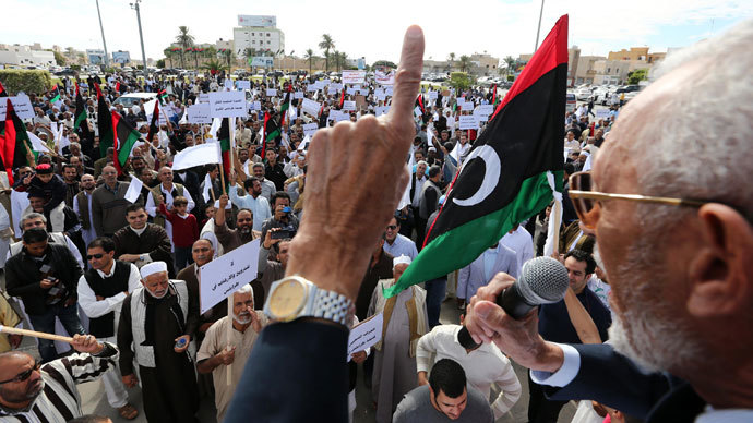 Libyan protesters gather during a demonstration calling on militiamen to vacate their headquarters in southern Tripoli on November 15, 2013.(AFP Photo / Mahmud Turkia)