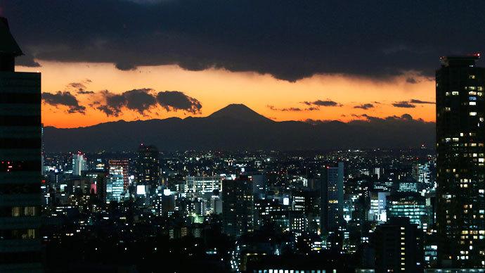 5.5 magnitude earthquake shakes Tokyo, halts trains