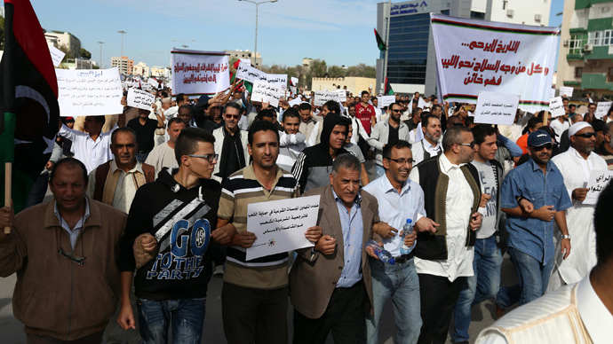 Libyan protesters gather during a demonstration calling on militiamen to vacate their headquarters in southern Tripoli on November 15, 2013. (AFP Photo / Mahmud Turkia)