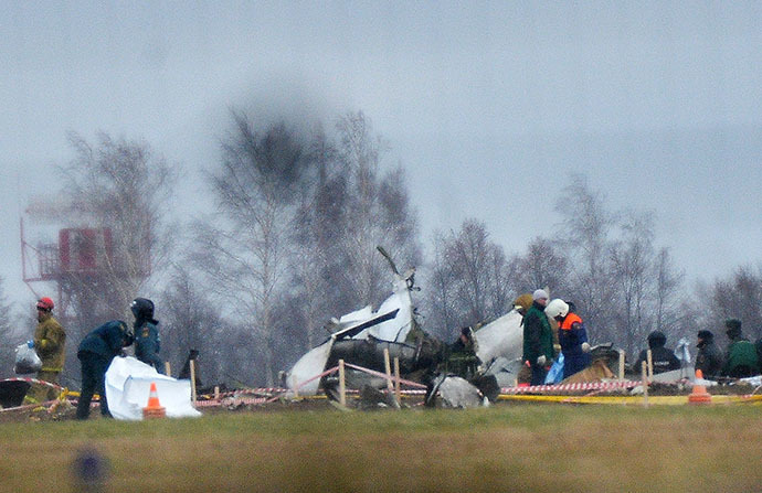 Russian Civil Defense and law enforcement personnel work on the crash site of the Tatarstan Airlines Boeing 737 on November 18, 2013. (RIA Novosti / Vladimir Astapkovich)