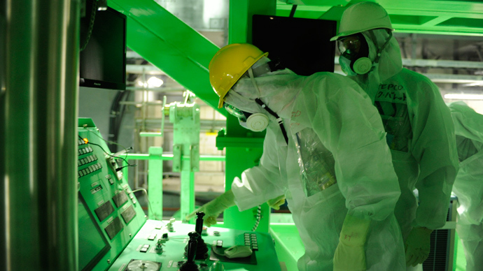 Nuclear expert inspecting the unit four reactor building of the crippled TEPCO's Fukushima Dai-ichi nuclear plant at Okuma town in Fukushima prefecture (AFP Photo / TEPCO)