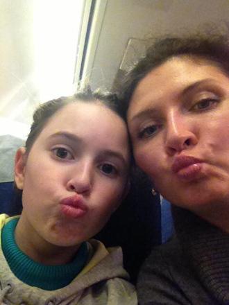 Ellina Skvortsova and her 11-year-old daughter Dasha (Image from twitter.com @romanskvortsov)