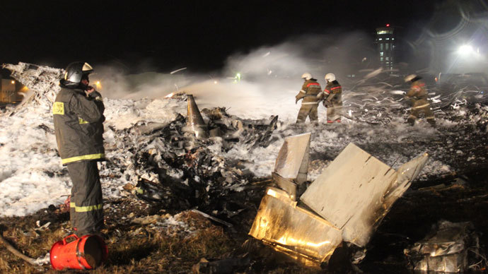 EMERCOM personnel at the site of the crash of Tatarstan Airlines' Boeing 737 passenger aircraft that crashed while landing at Kazan airport.(RIA Novosti)