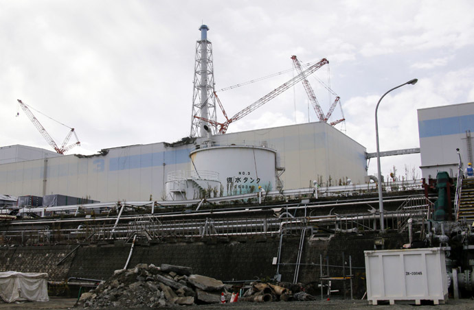Workers wearing protective suits and masks are seen from coastal side, in front of the No. 3 reactor building at the tsunami-crippled TEPCO's Fukushima Daiichi nuclear power plant in Fukushima prefecture, November 7, 2013. (Reuters/Kimimasa Mayama)