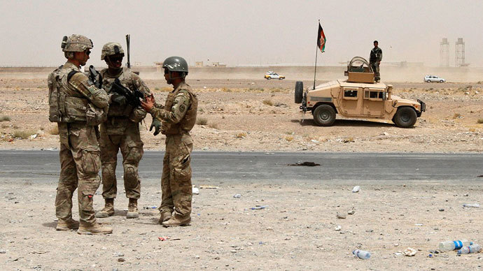 U.S troops, part of the NATO-led International Security Assistance Force (ISAF), arrive at the site of a suicide attack in Kandahar August 16, 2013.(Reuters / Ahmad Nadeem)