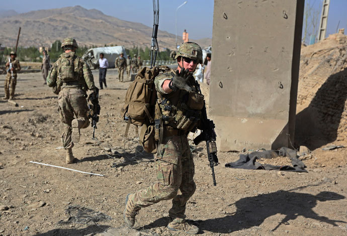 U.S. troops, part of the NATO-led International Security Assistance Force (ISAF), arrive at the site of a suicide attack in Maidan Shar, the capital of Wardak province, September 8, 2013. (Reuters / Omar Sobhani )