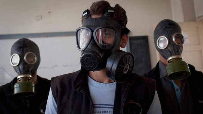 Volunteers wear gas masks during a class on how to respond to a chemical attack, in the northern Syrian city of Aleppo on September 15, 2013.(AFP Photo / Jm Lopez)