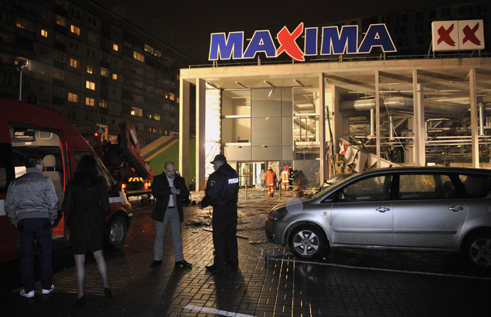Maxima shopping center on Priedaines Street in Riga after its roof caved in. (RIA Novosti / Oksana Dzhadan)