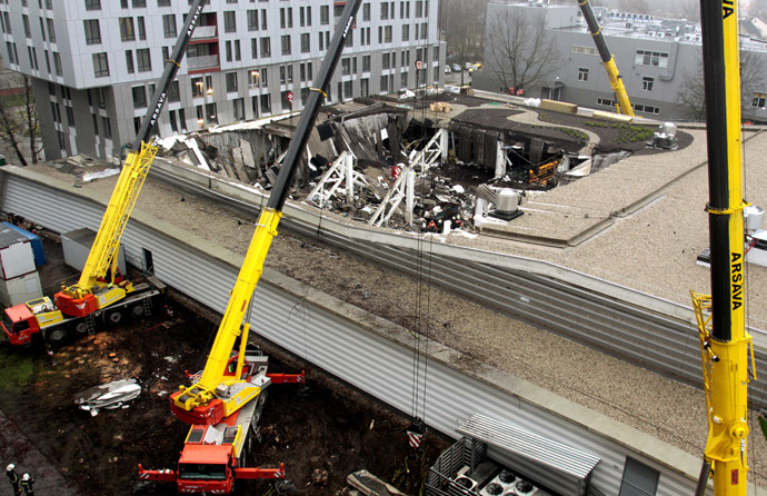 The Maxima shopping mall on Priedaines Street in Riga after its roof caved in. (RIA Novosti/Oksana Dzhadan)