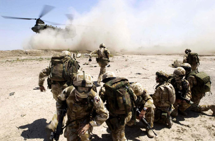 Picture released by the British Defense Ministry shows soldiers from the RECCE and PATROLS Platoon, Fire Support Company of The 1st Battalion The Royal Welch Fusilers (1 RWF) mount heli borne Eagle VCP's (Vehicle Check Points) near the southern Iraqi City of Basra 02 July 2004.(AFP Photo / Mod)
