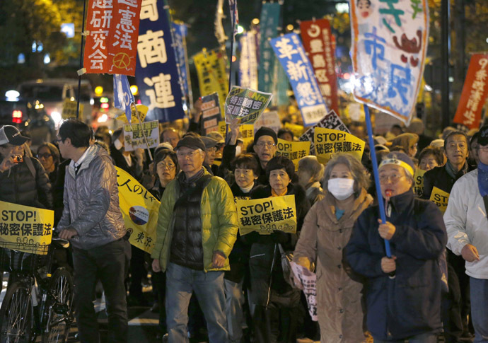 Protesters shout slogans during a march against the government's planned secrecy law in Tokyo November 21, 2013. (Reuters/Issei Kato)