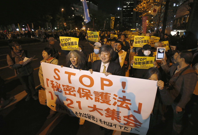 Protesters shout slogans during a march against the government's planned secrecy law, in Tokyo November 21, 2013. (Reuters/Issei Kato)