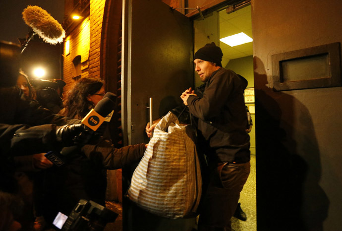 Tomasz Dziemianczuk from Poland speaks to the media after being released from prison in St. Petersburg November 21, 2013. (Reuters/Alexander Demianchuk)