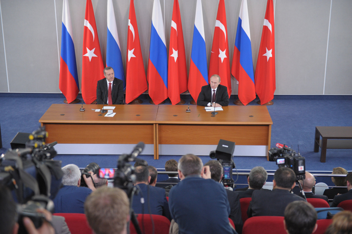November 22, 2013. Russian President Vladimir Putin, right, and Prime Minister of Turkey Recep Tayyip Erdogan during a joint news conference on the results of the fourth session of the High Level Russian-Turkish Cooperation Council in Strelna (RIA Novosti / Alexey Nikolsky)