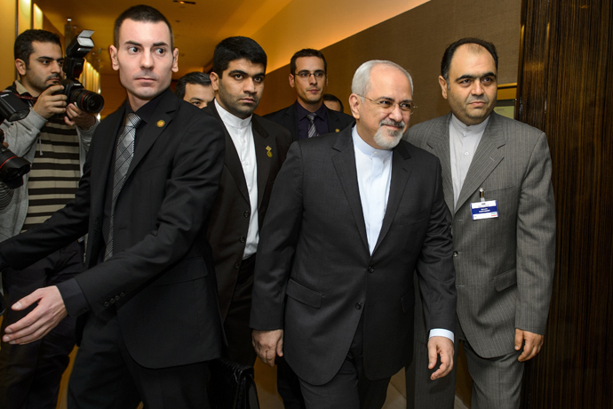 Iranian Foreign Minister Mohammad Javad Zarif (2nd R) arrives to talks over Iran's nuclear programme in Geneva on November 22, 2013 (AFP Photo / Fabrice Coffrini)