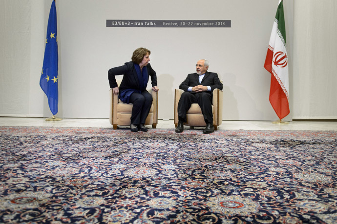 Iranian Foreign Minister Mohammad Javad Zarif (R) sits next to EU foreign policy chief Catherine Ashton at the start of closed-door nuclear talks in Geneva on November 20, 2013. (AFP Photo/Fabrice Coffrini)