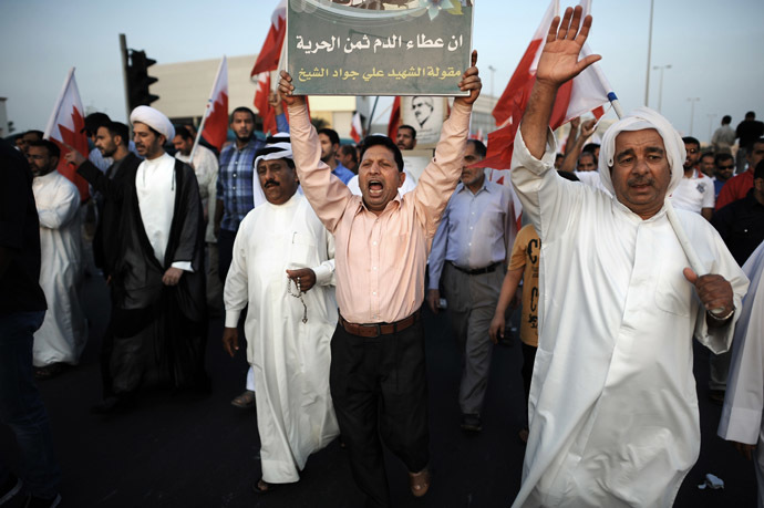 Bahraini demonstrators take part in an anti-government protest in the village of Bilad al-Qadeem, in a suburb of the capital Manama, on November 22, 2013. (AFP Photo/Mohammed Al-Shaikh)